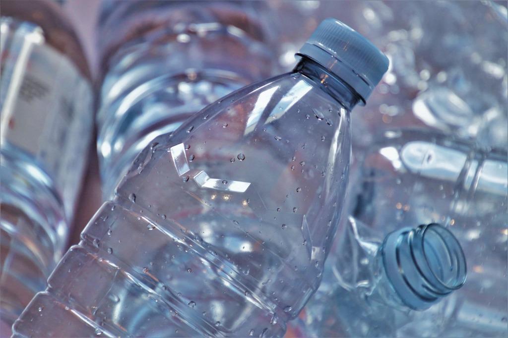 plastica-bottiglia-bottiglie-